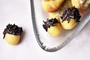 Blitzschnelle Eicheln aus Marzipan mit Schokolade