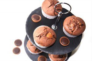 Muffins mit Toffifee gefüllt sind eine perfekte Kombination