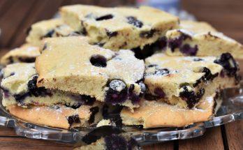 Blechkuchen mit Heidelbeeren