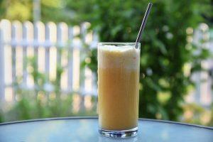 Cocktail mit Vanilleeis – für einen warmen Sommerabend