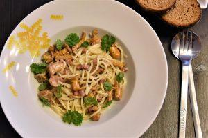 Spaghetti mit Pfifferlingen in Rahmsauce