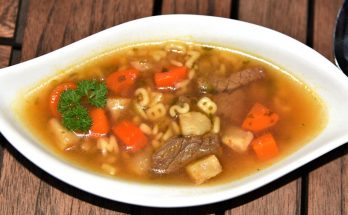 Suppe mit Rinder-Minutensteaks
