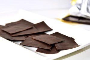 Hauchdünne Schokoladentäfelchen selbst gemacht