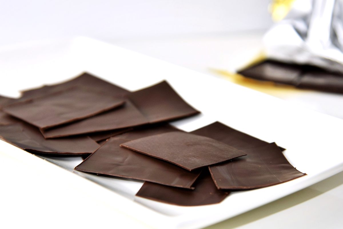 Hauchdünne Schokoladentäfelchen