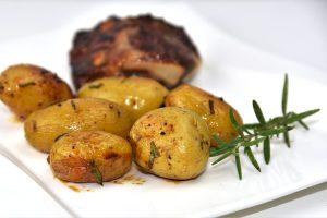 Rosmarin-Kartoffeln vom Blech im Ofen zubereitet