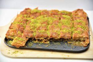 Baklava mit Walnüssen und Pistazien