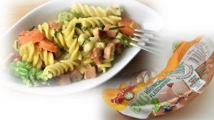 Fleischwurst-Pfanne mit Nudeln und Gemüse